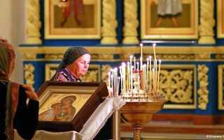 Можно ли молиться нескольким иконам одновременно