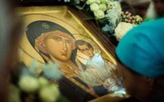 Акафист и молитва перед иконой Богоматери «Воспитание»: текст, для чего читают